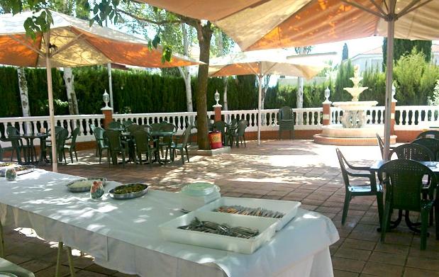 Barbacoa al fresquito para dos en terraza de verano - Barbacoa para terraza ...